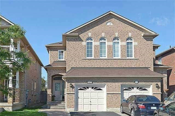 3427 Fountain Park Ave, Mississauga