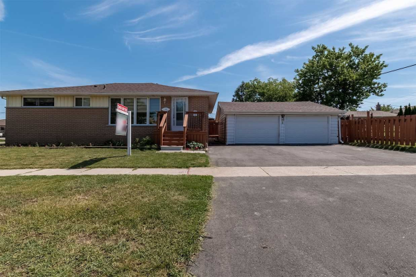 30 Ray Lawn Cres