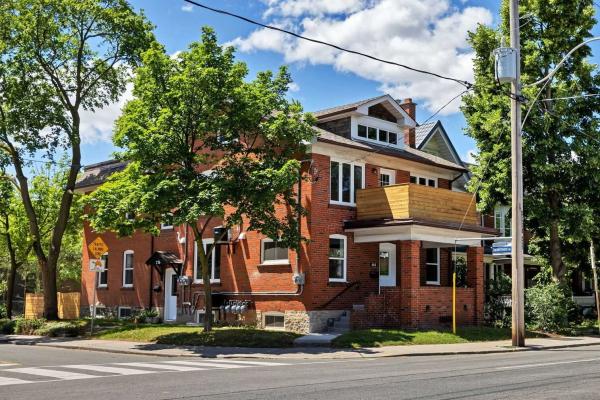 665 Annette St, Toronto