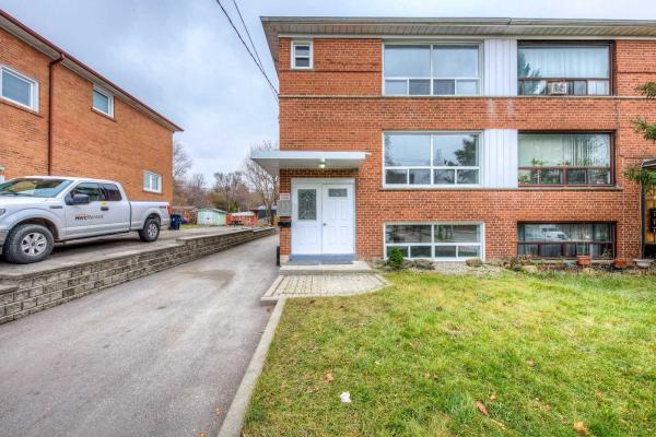 210 Habitant Dr, Toronto