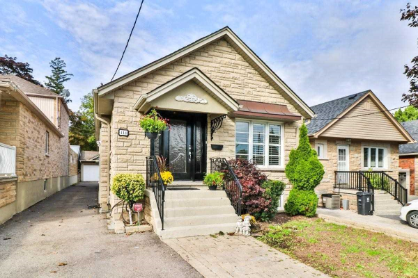 414 Harvie Ave, Toronto
