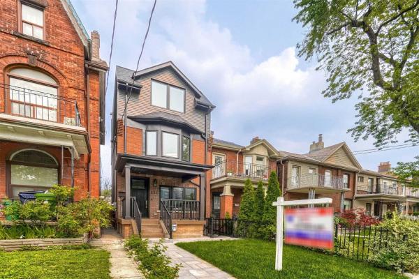 271 Delaware Ave, Toronto