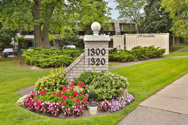 1320 Mississauga Valley Blvd, Mississauga