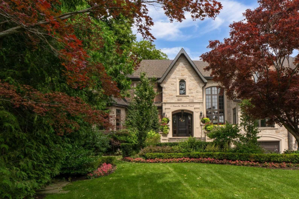 5 Lincoln Woods Crt