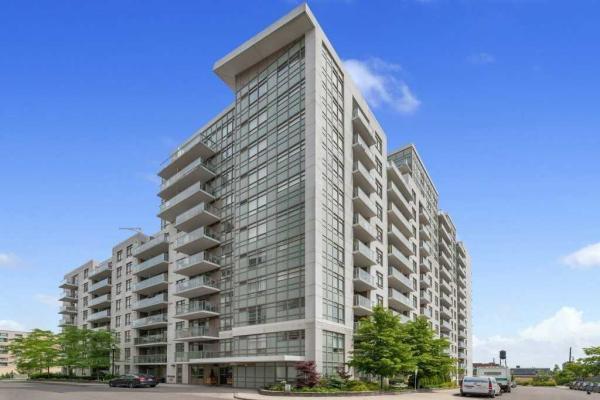 812 Lansdowne Ave N, Toronto