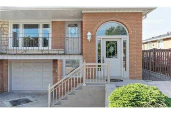 2421 Whaley Dr, Mississauga