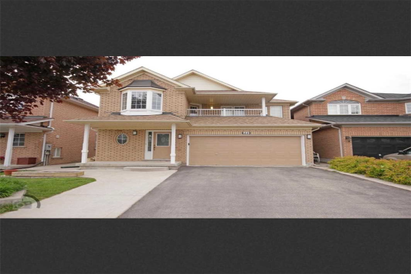 44 Queen Mary Dr, Brampton