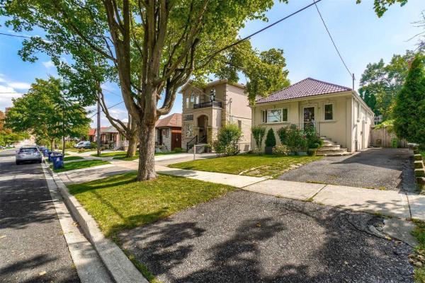 $999,900 • 27 Braeburn Ave, Toronto