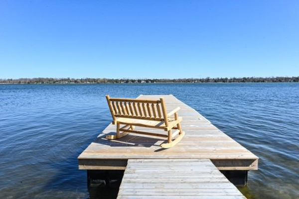 24 Beach Rd, Kawartha Lakes