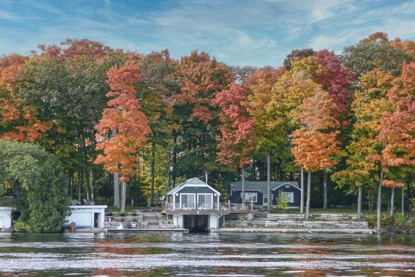 $1,528,000 • 100 Maple Ave, Kawartha Lakes