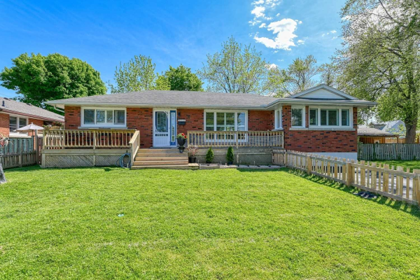 21 Lakeside Dr, Grimsby