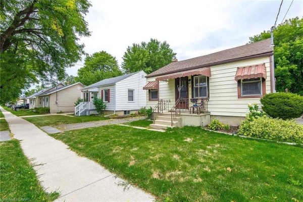 4 Cosby Ave, St. Catharines