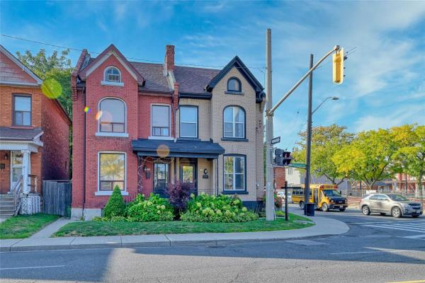 49 Wentworth St N, Hamilton