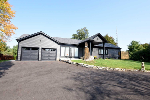 1833 Governors Rd, Hamilton