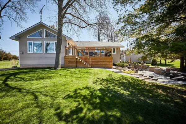 153 Prinyers Cove Cres, Prince Edward County