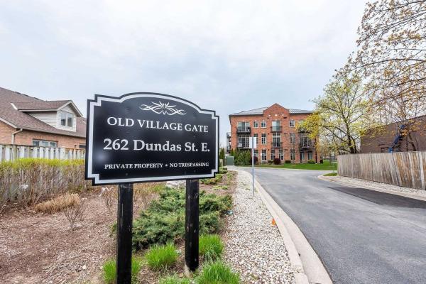 262 Dundas St E, Hamilton