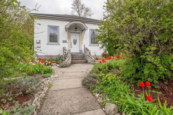 568 Woolwich St, Guelph