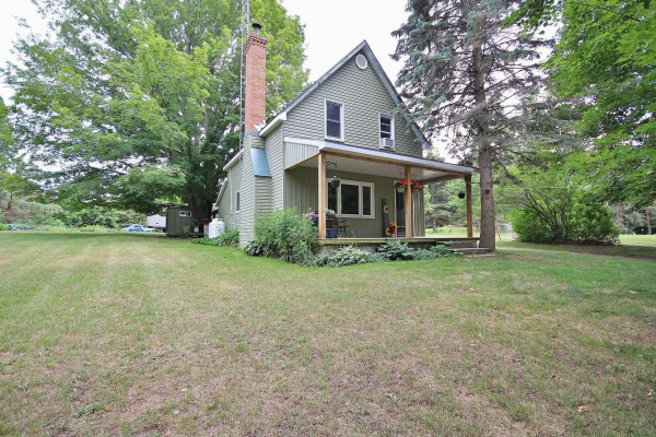 212 Storms Rd, Prince Edward County