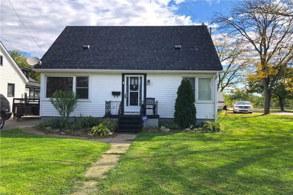 $599,900 • 4 Fairview Rd, Grimsby, Niagara <br/> RE/MAX ESCARPMENT REALTY INC., BROKERAGE