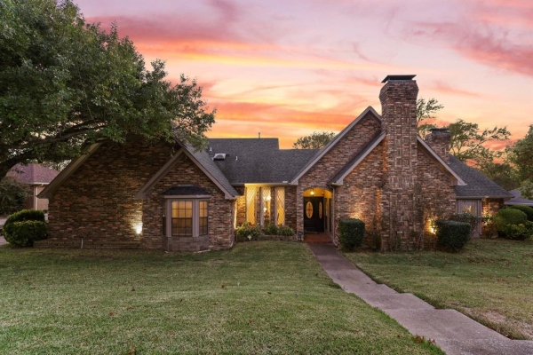2621 COUNTRY VALLEY, Garland