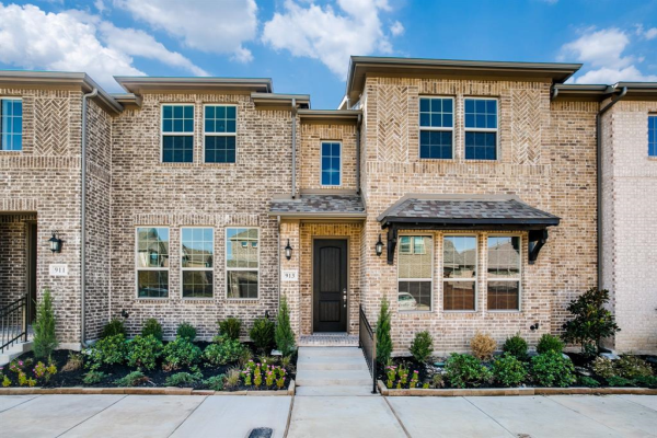 913 Ponds Edge Lane, Euless