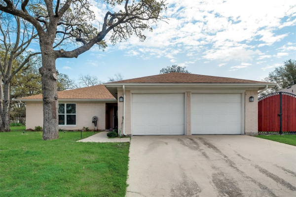 603 Simmons Drive, Euless