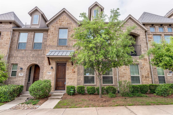 568 Reale Drive, Irving
