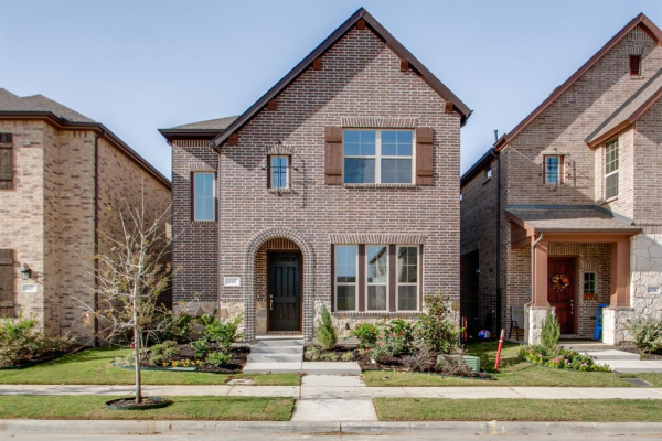 616 Courtyard Lane, Irving