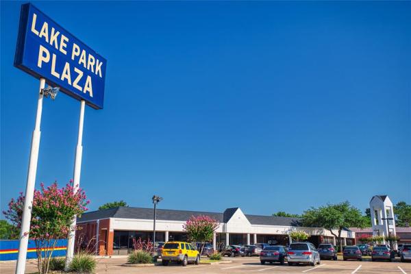 359 Lake Park Road, Lewisville