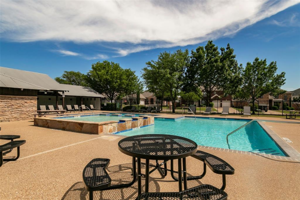 5136 Chisholm View Drive, Fort Worth
