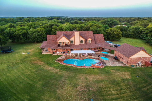 6108 Country Hill Court, Fort Worth