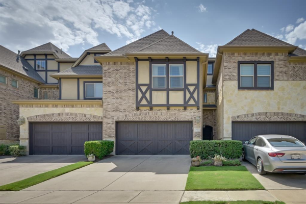 922 Brook Forest Lane, Euless