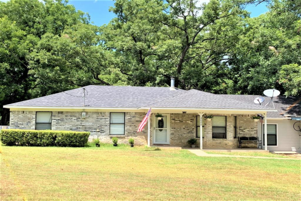 2088 County Road 1215, Savoy