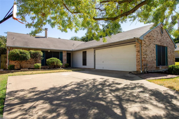 303 Westover, Euless