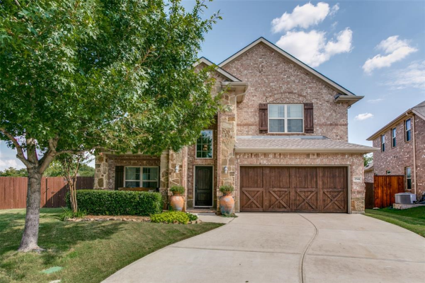 2544 Whispering Pines Drive, Fort Worth