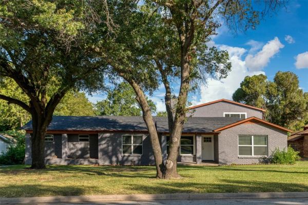 2221 Timberline Drive, Fort Worth