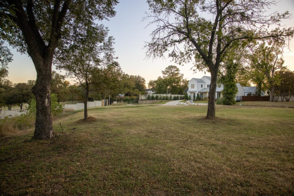 217 Clementine Court, Fort Worth
