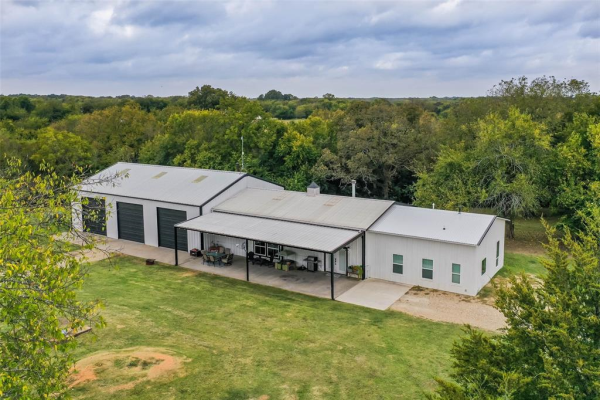 1693 County Road 4515, Whitewright