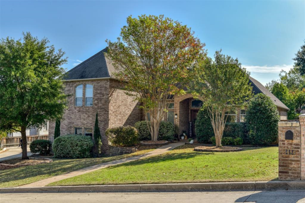 6484 Elm Crest Court, Fort Worth