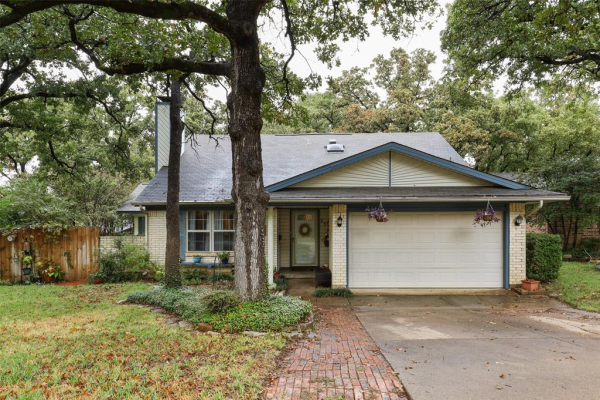 310 Lone Oak Circle, Euless