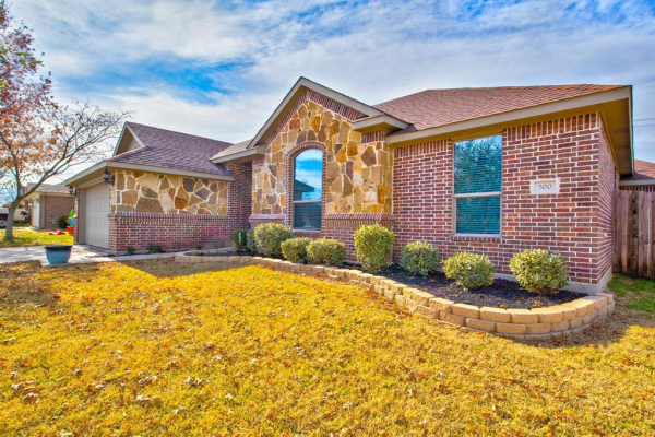 500 Thistle Meade Circle, Burleson