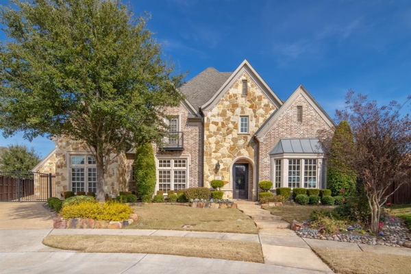 639 Lake Point Drive, Irving