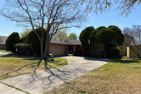 2401 Thistle Court, Euless