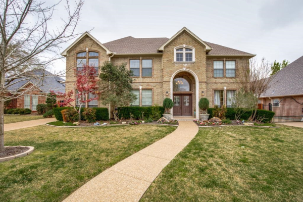 7016 Brierhollow Court, Fort Worth