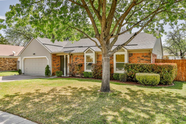 304 Sandlewood Lane, Euless