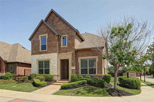 1237 Autumn Mist Way, Arlington