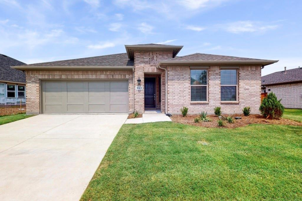 912 Pear Avenue, Forney