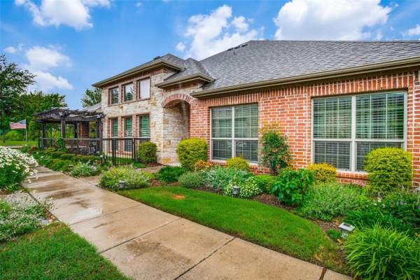 5822 Fairview Parkway, Fairview