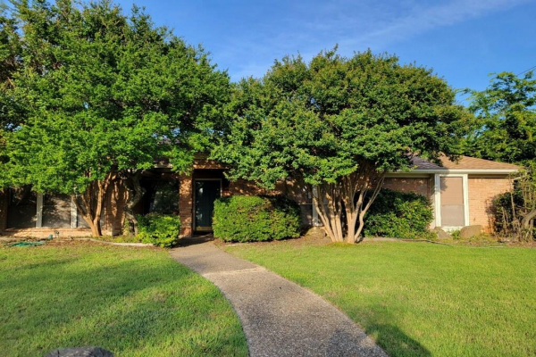 2000 Stain Glass Drive, Plano