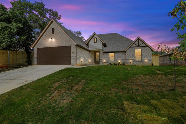 321 Norman Drive, Euless